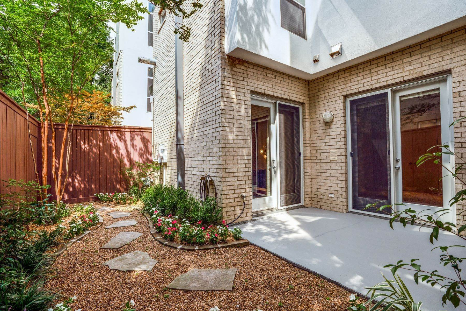 25. townhouses for Sale at Clean, Contemporary, Open Concept 3-Bedroom Townhouse 3925 Gilbert Avenue, #C Dallas, Texas 75219 United States