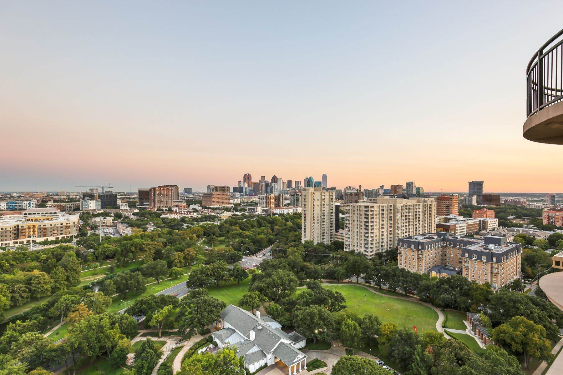 34. Condominiums for Sale at 3401 Lee Parkway, Dallas, TX, 75219 3401 Lee Parkway, Unit# 2005 Dallas, Texas 75219 United States