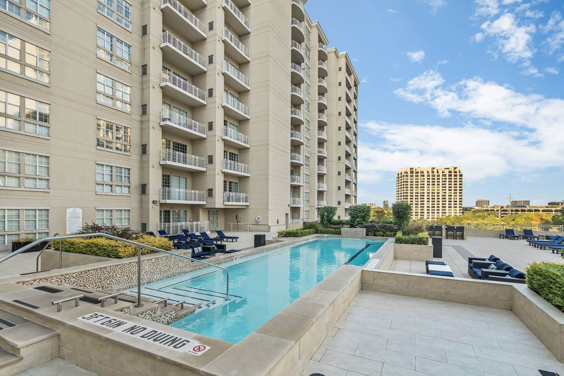 17. Condominiums for Sale at 3225 Turtle Creek Boulevard, Dallas, TX, 75219 3225 Turtle Creek Boulevard, Unit# 207 Dallas, Texas 75219 United States
