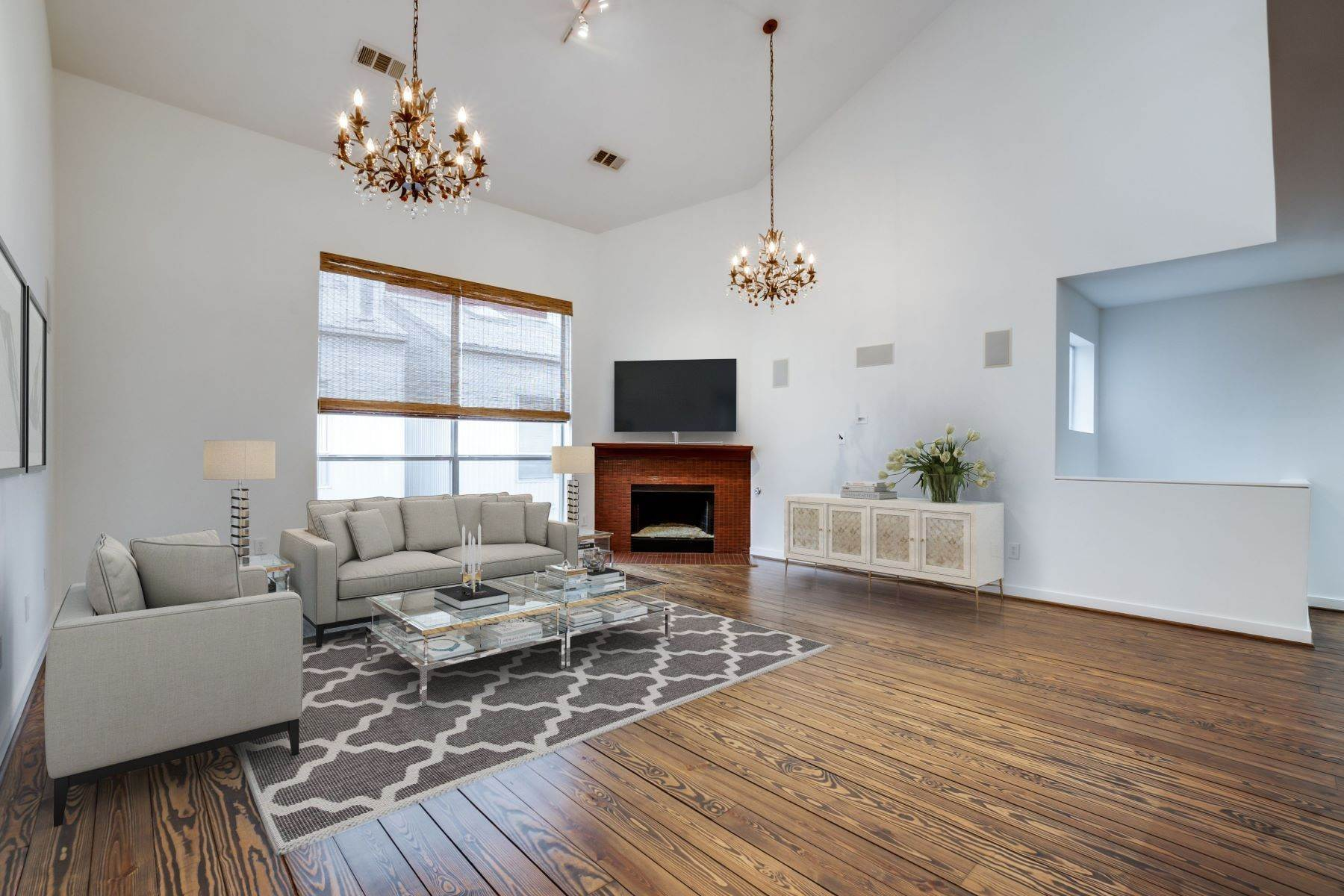 3. townhouses for Sale at Trendy Townhome 1513 Caddo Street Dallas, Texas 75204 United States