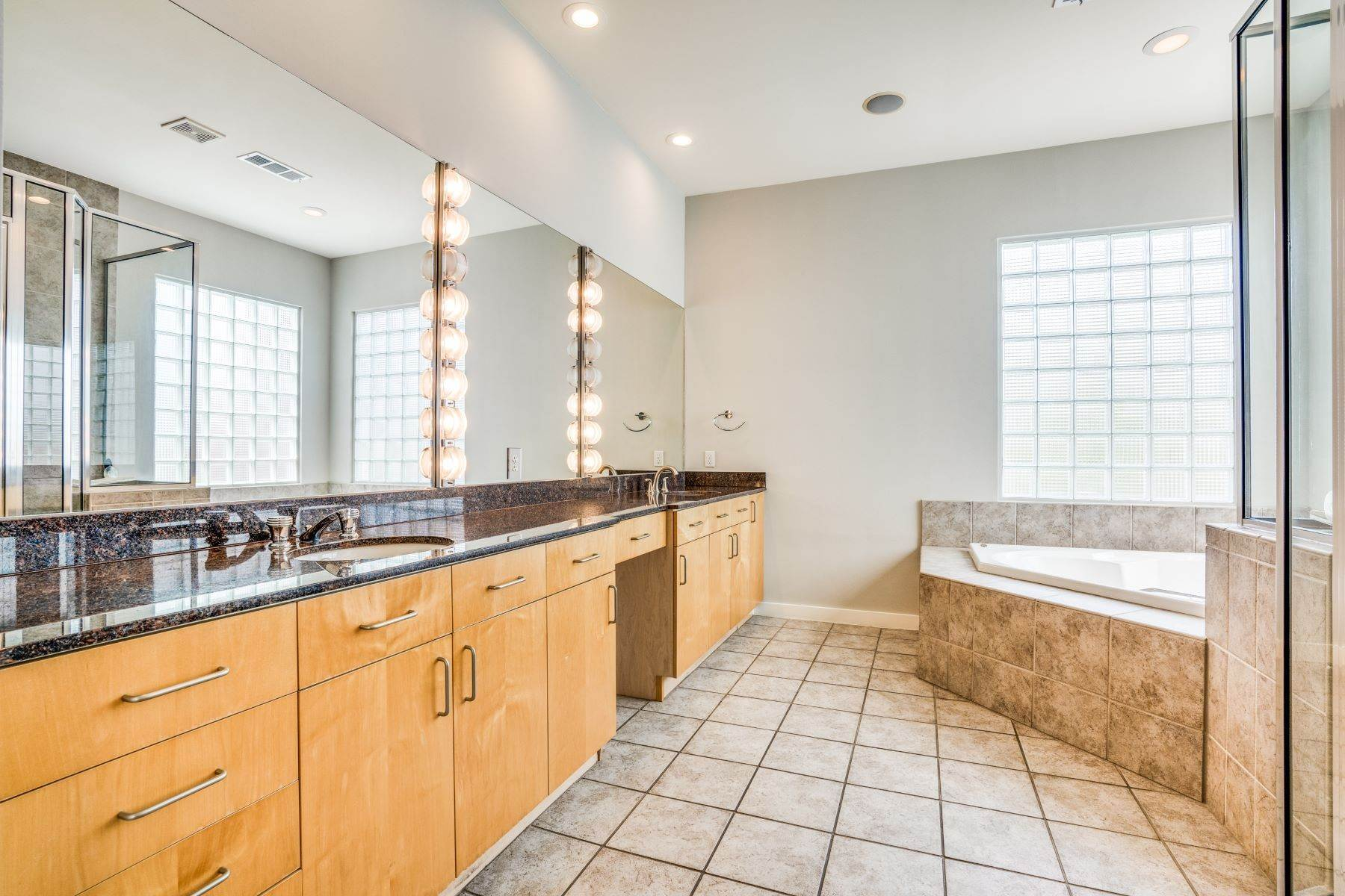17. townhouses for Sale at Clean, Contemporary, Open Concept 3-Bedroom Townhouse 3925 Gilbert Avenue, #C Dallas, Texas 75219 United States