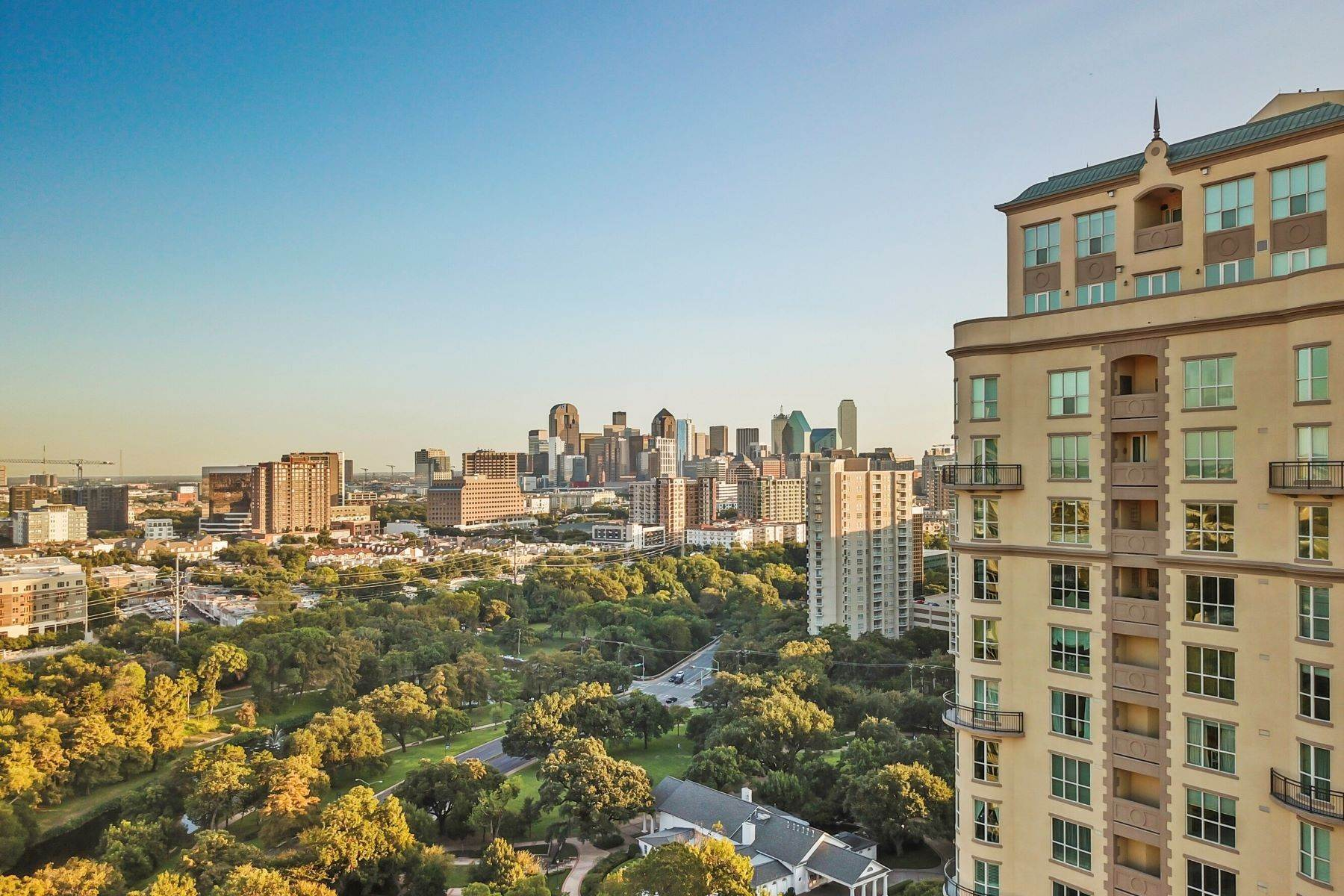 39. Condominiums for Sale at 3401 Lee Parkway, Dallas, TX, 75219 3401 Lee Parkway, Unit# 2005 Dallas, Texas 75219 United States