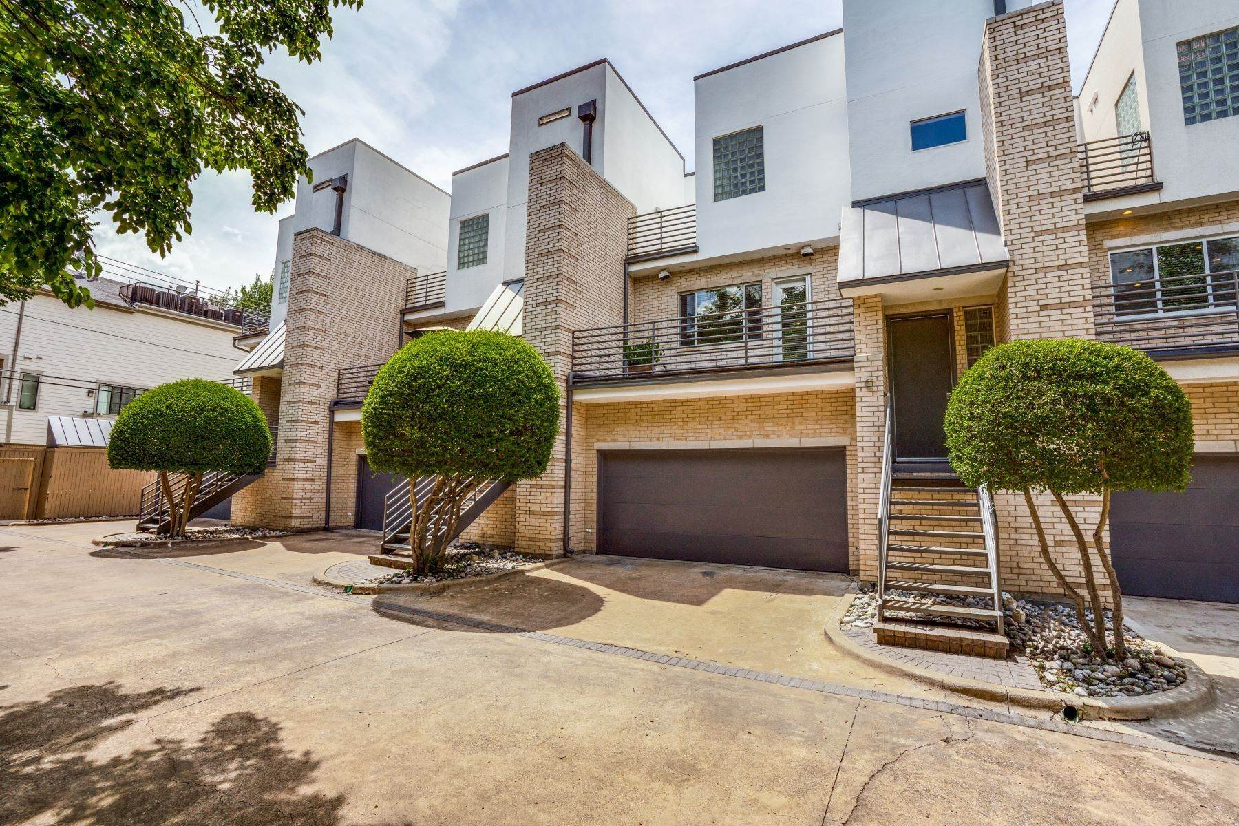 3. townhouses for Sale at Clean, Contemporary, Open Concept 3-Bedroom Townhouse 3925 Gilbert Avenue, #C Dallas, Texas 75219 United States