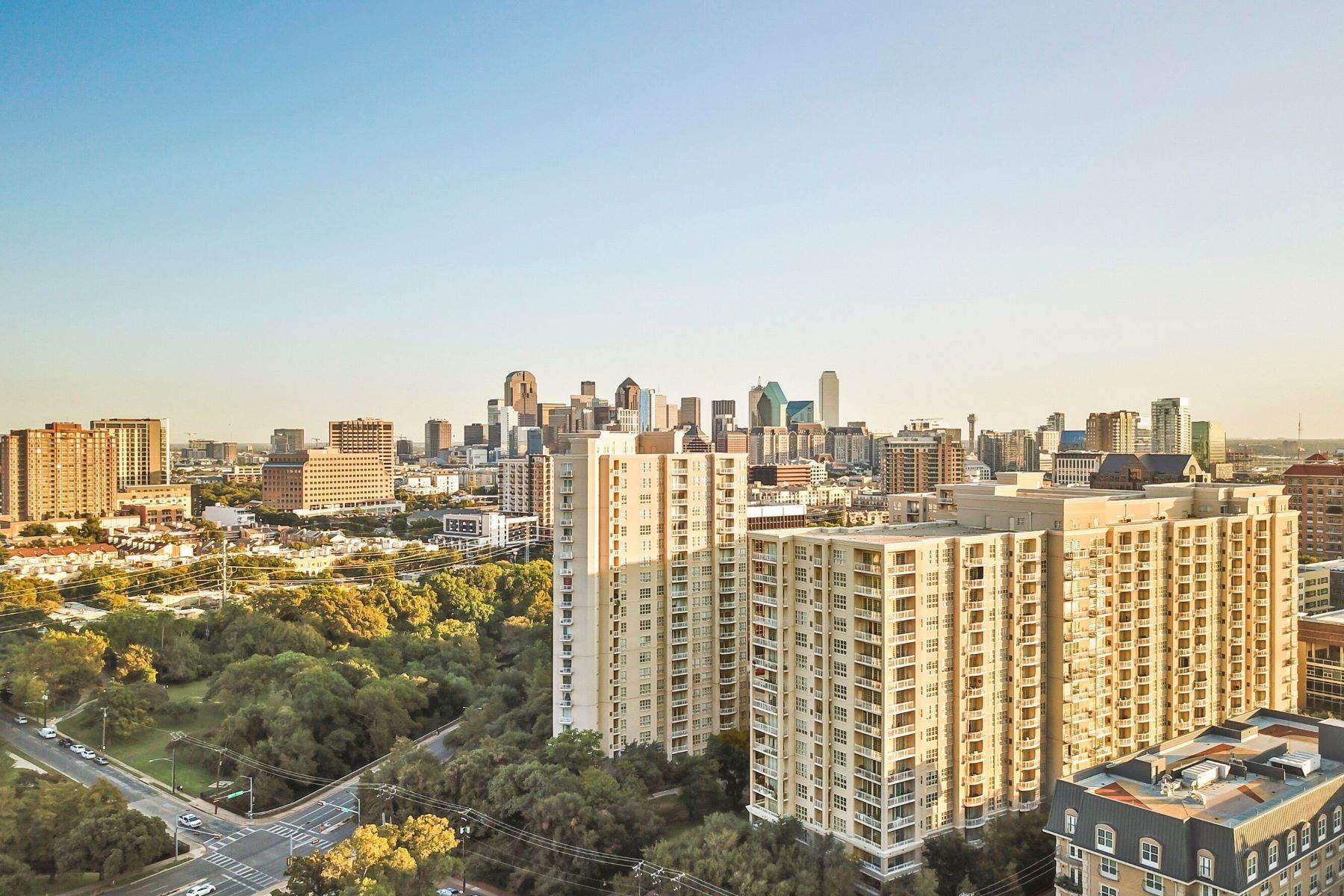 37. Condominiums for Sale at 3401 Lee Parkway, Dallas, TX, 75219 3401 Lee Parkway, Unit# 2005 Dallas, Texas 75219 United States