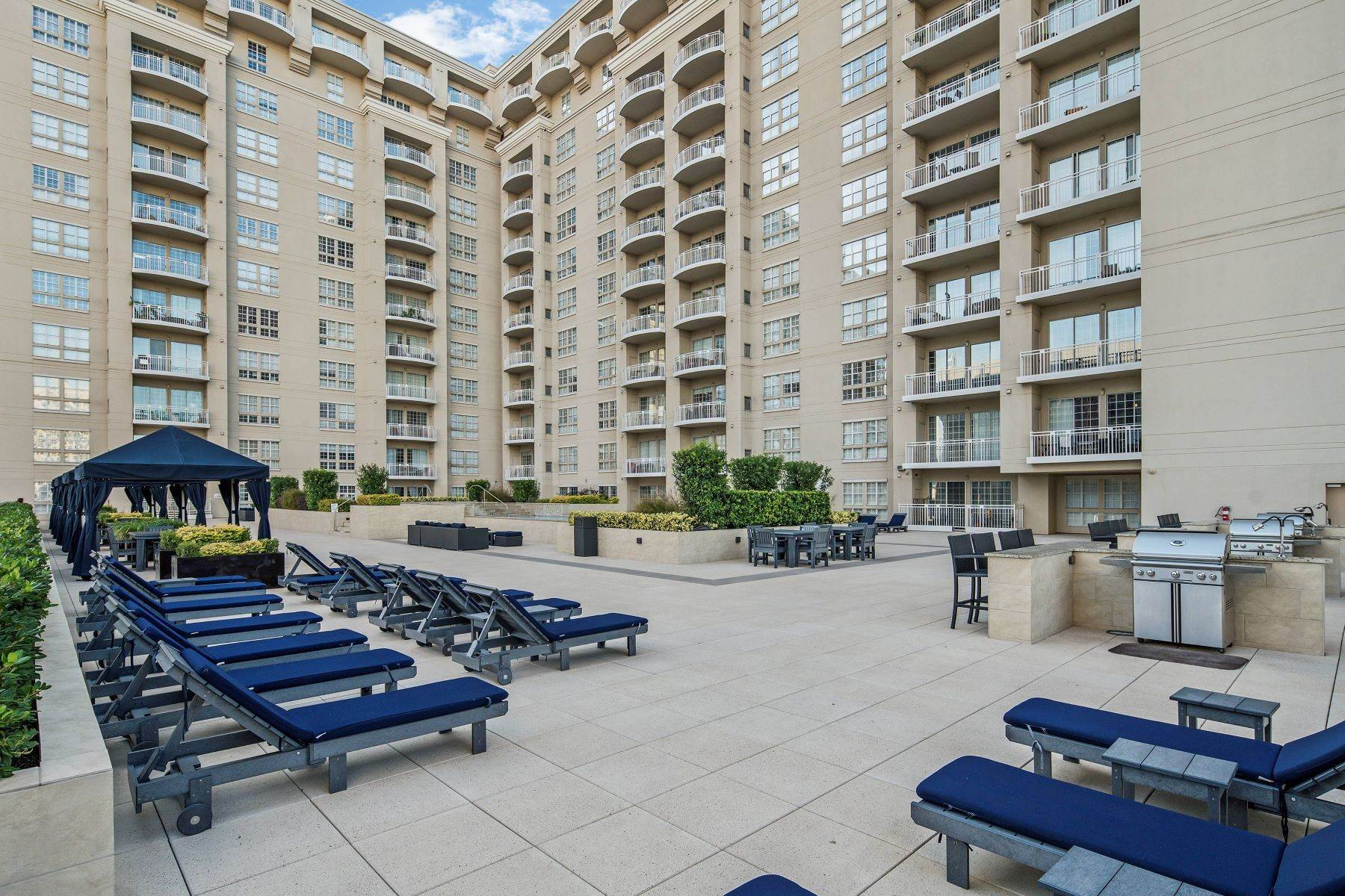 18. Condominiums for Sale at 3225 Turtle Creek Boulevard, Dallas, TX, 75219 3225 Turtle Creek Boulevard, Unit# 207 Dallas, Texas 75219 United States