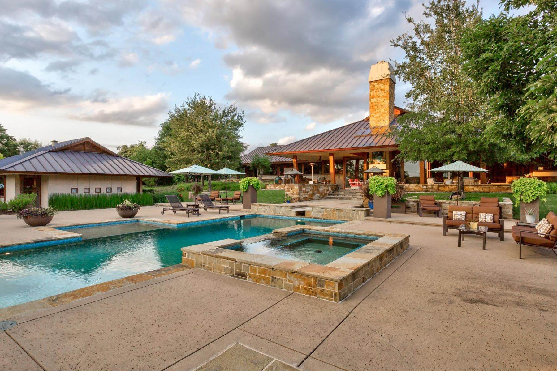 27. Single Family Homes for Sale at Sustainable Ranch Style Home with Mid-Century Flair 4808 Bill Simmons Road Colleyville, Texas 76034 United States