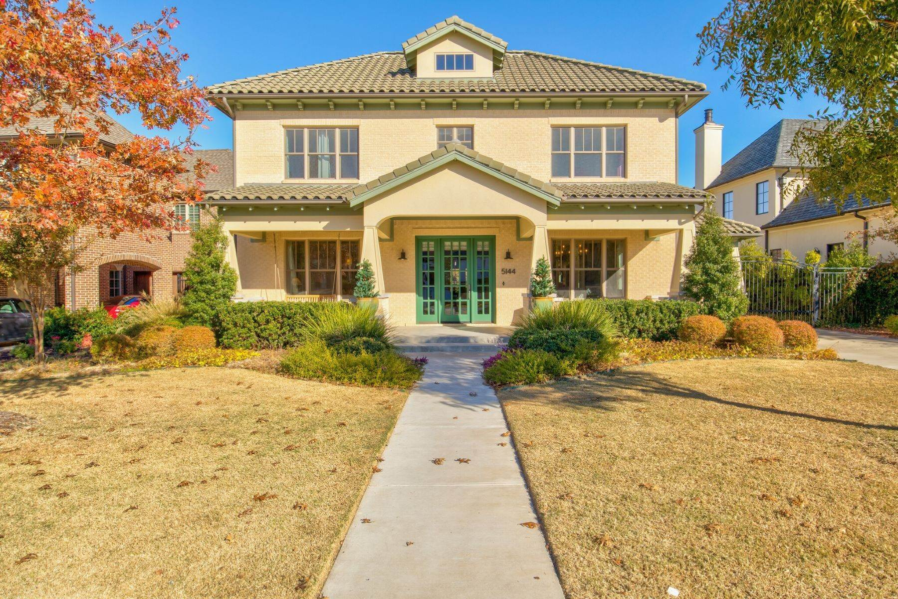 Single Family Homes for Sale at Great Home In River Hills 5144 Peach Willow Lane Fort Worth, Texas 76109 United States